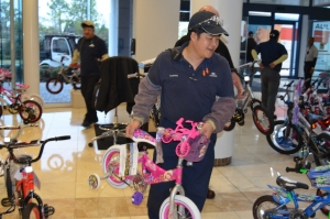 toys-for-tots-2012-004