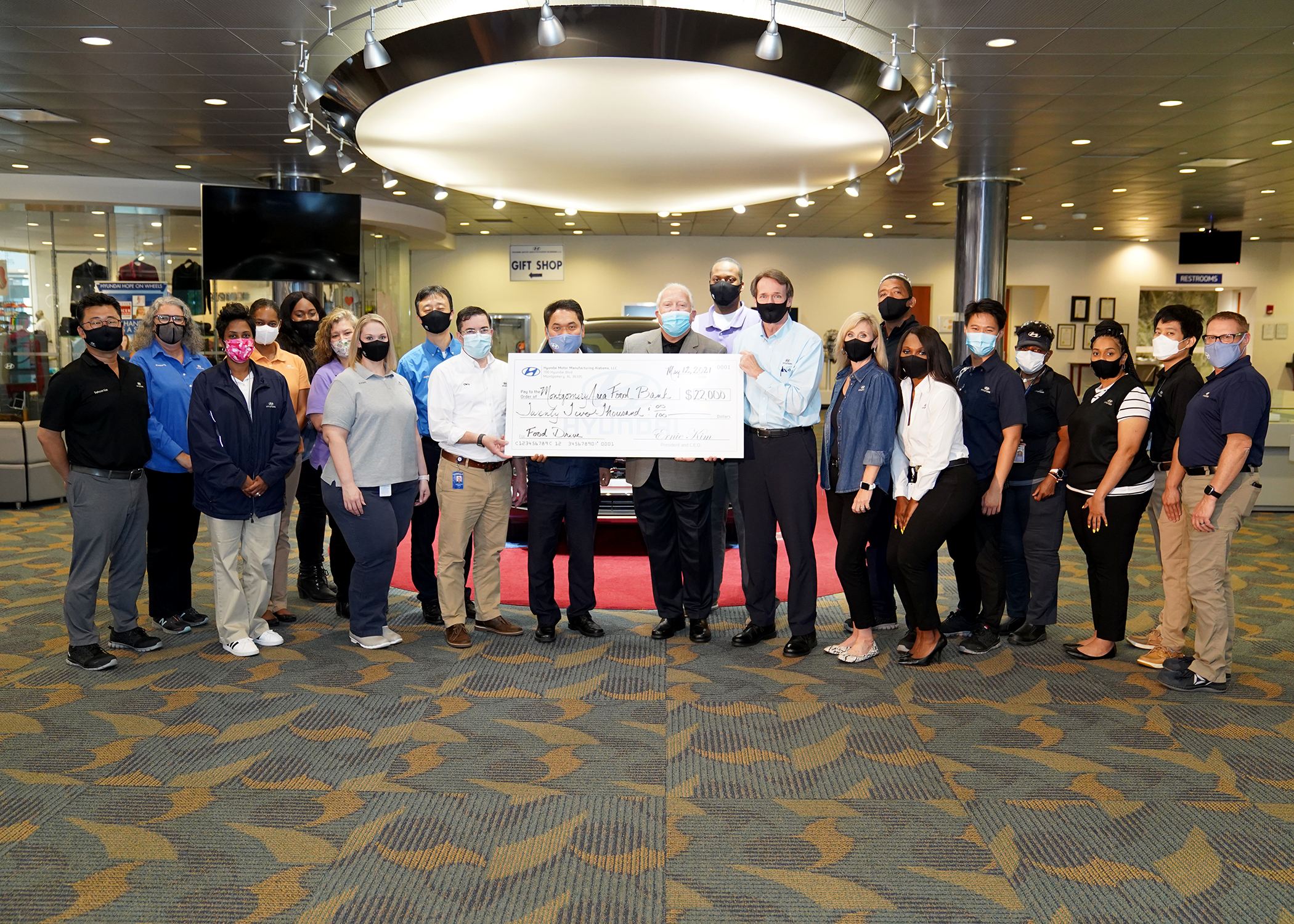 HYUNDAI MOTOR MANUFACTURING ALABAMA TEAM MEMBERS  DONATE $22,000 TO MONTGOMERY AREA FOOD BANK